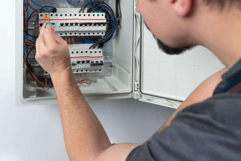 Electricista 24 horas cuadro electrico